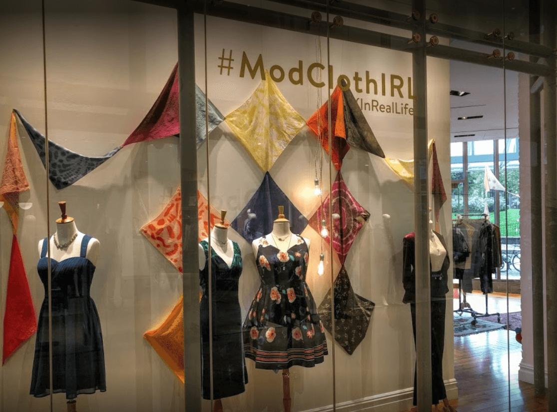 como decorar una tienda de ropa Modcloth