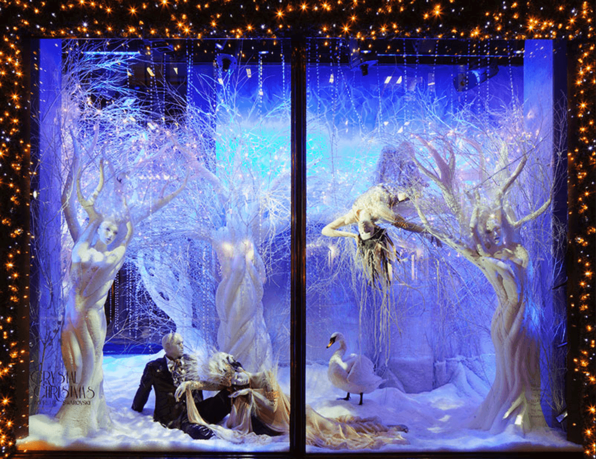 How to decorate a fashion showroom christmas window display