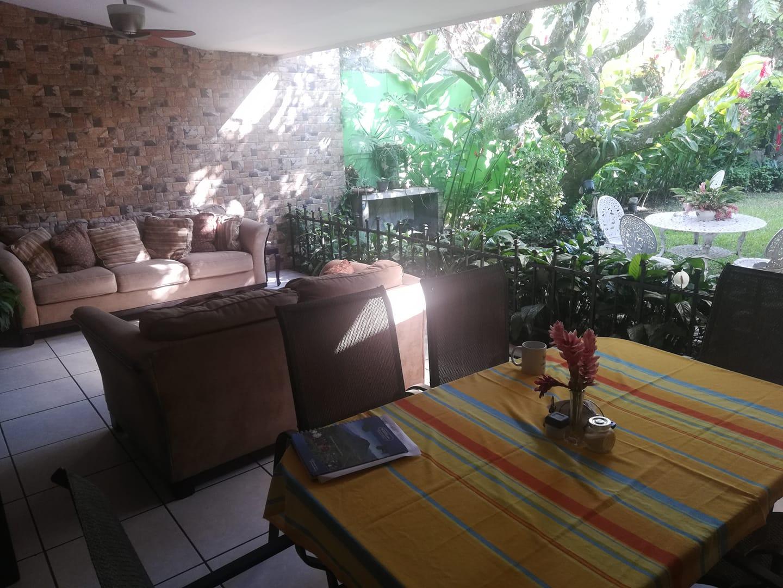 Hotel Antiguo El Salvador. Café en la terraza.