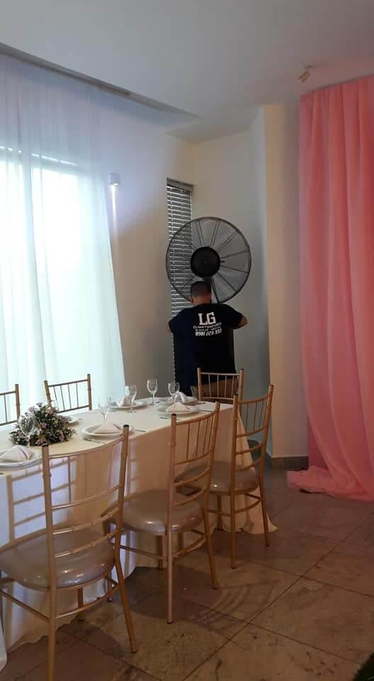 Plan de Digitalización Paraguay. LG Climatizadores montando ventilador.