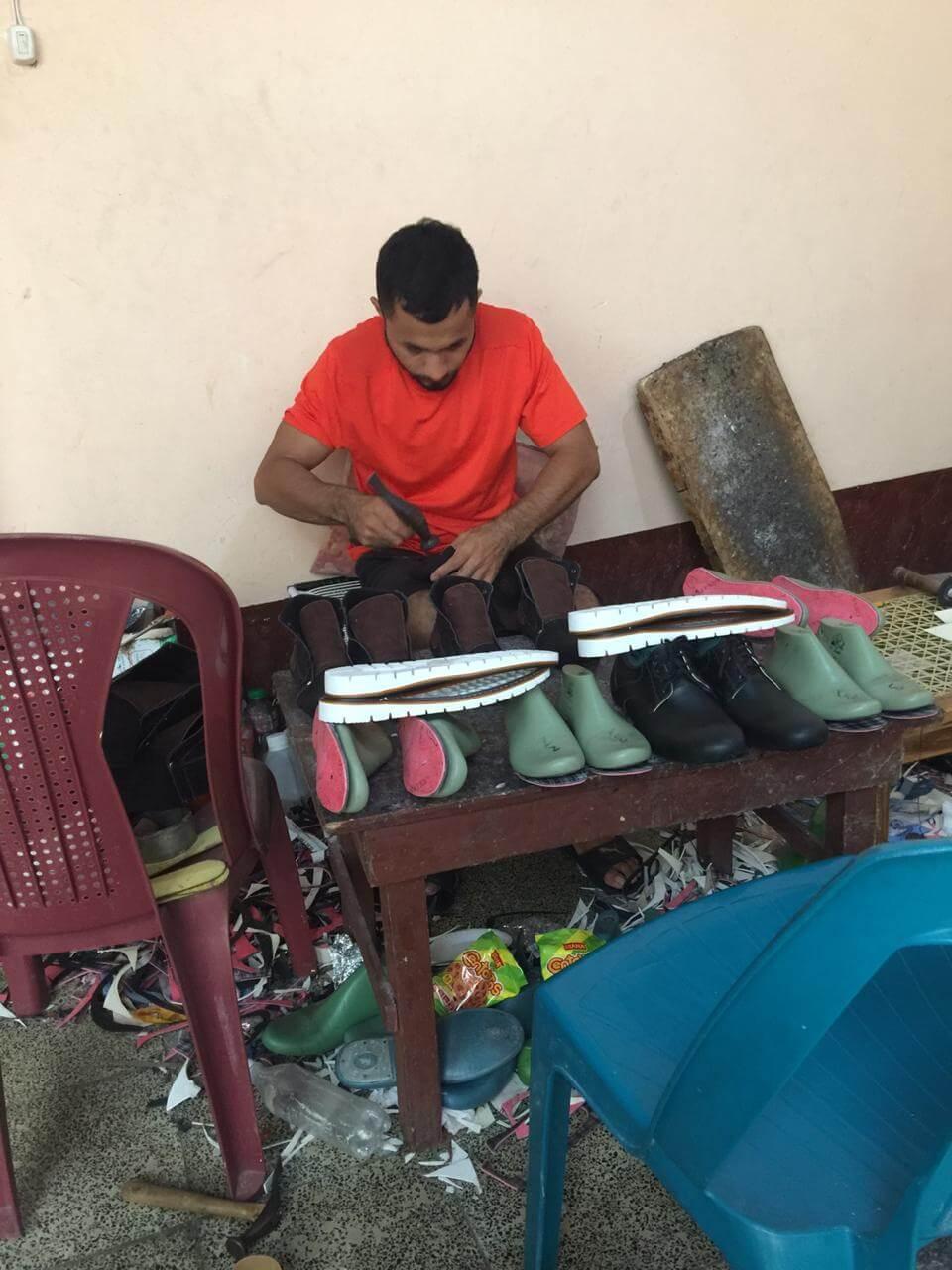 Duque's shoes. Gilber creando zapatos.