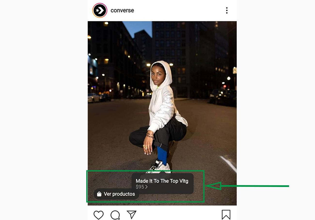 Estrategias de marketing para ópticas. Post de Instagram con zapatos deportivos a la venta