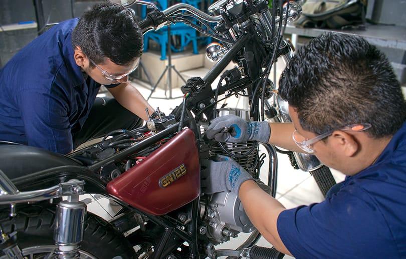 Cefoprotech. Reparación de motocicleta