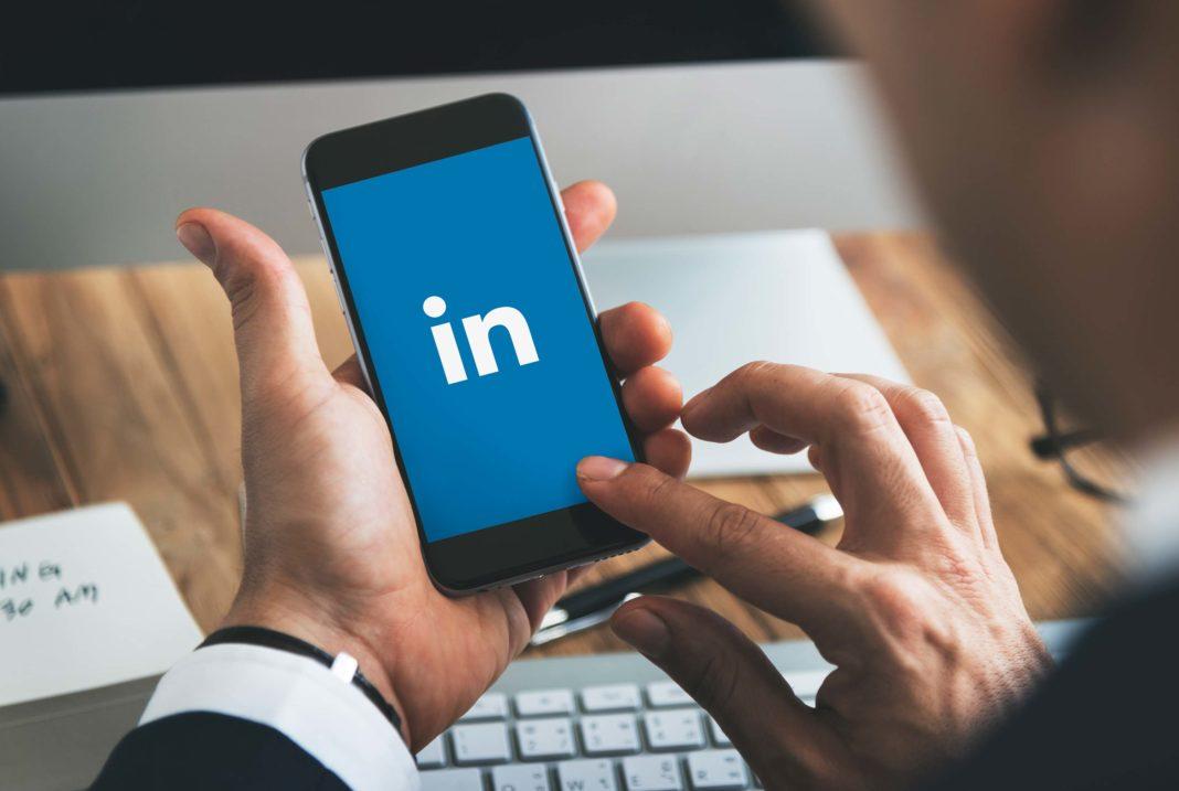 Cómo usar Linkedin para captar clientes. Smartphone