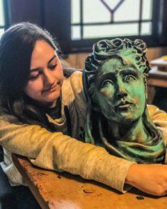La Casa del Escultor. Escultura de cabeza y autora