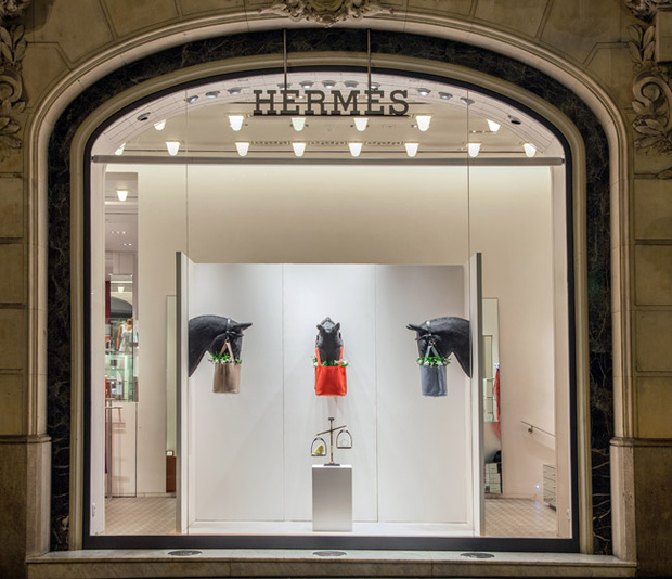 Hermes showcase - Marketing for clothing store
