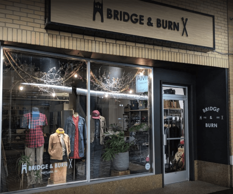 How to decorate a fashion showroom outdoorsy window display