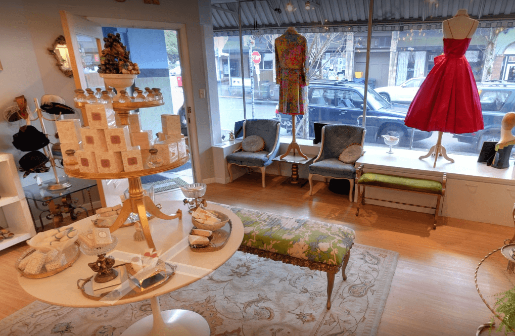 How to decorate a fashion showroom seating vintage clothing