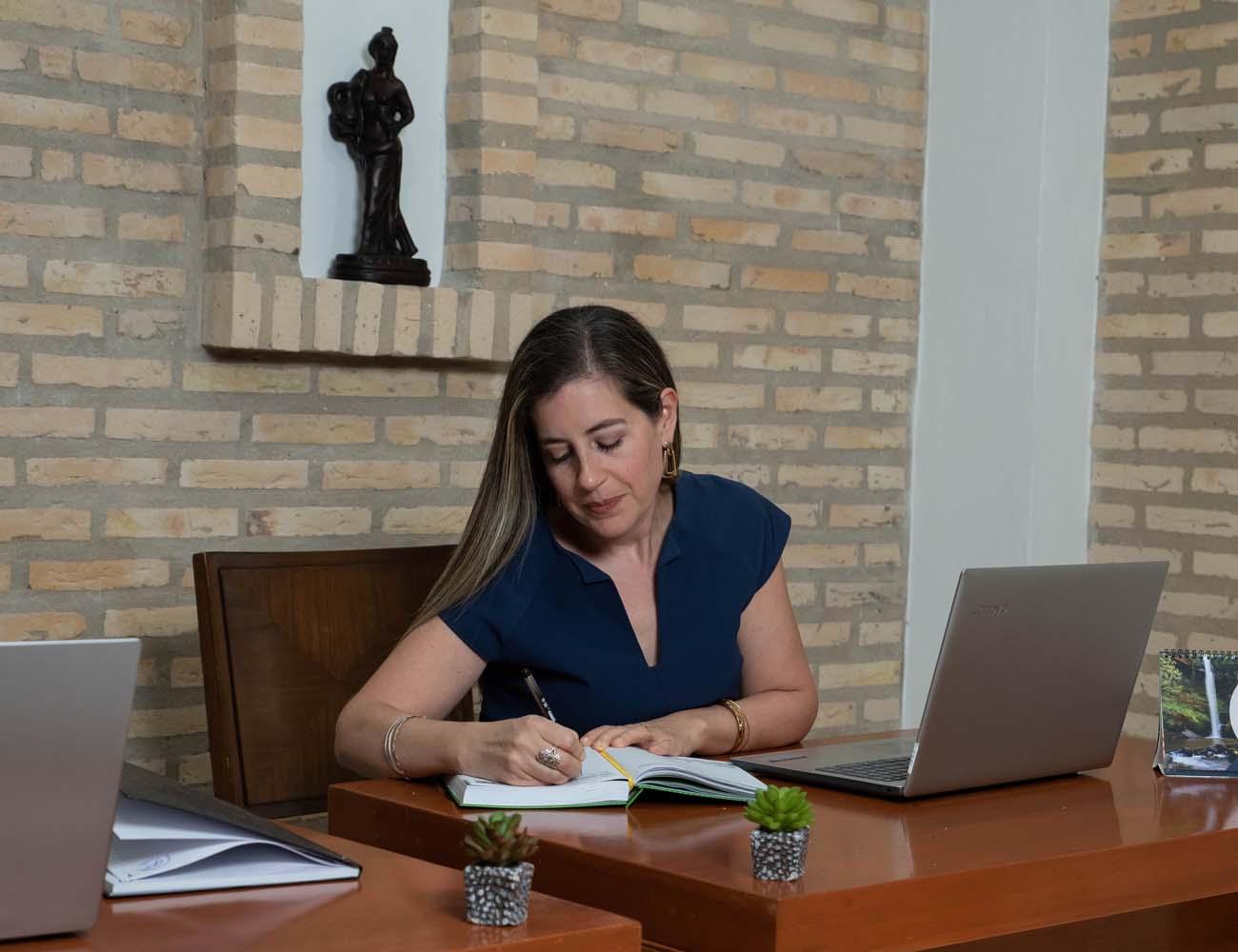 Business Lab. Cynthia Boris trabajando