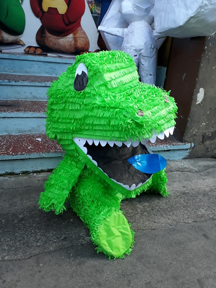 Piñatería Sonrisas. Piñata de dinosaurio.